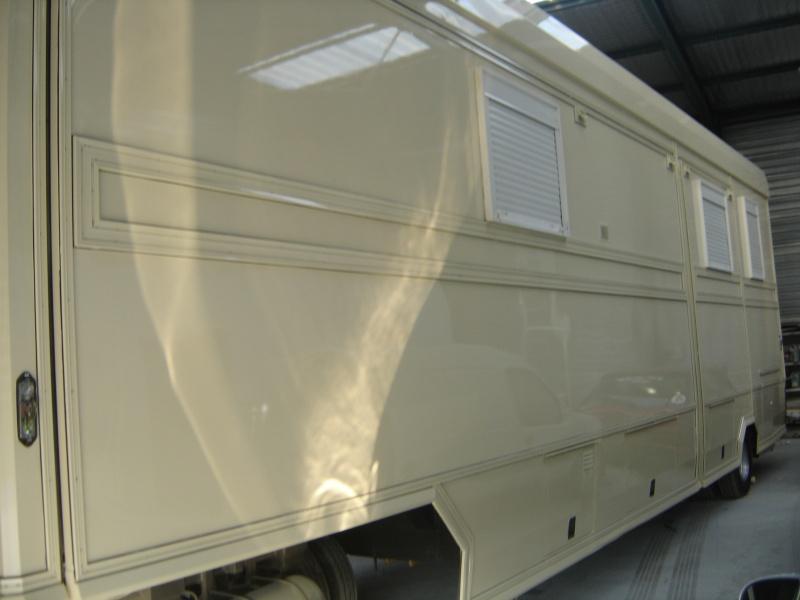 caravane de forain 72 m carr. Black Bedroom Furniture Sets. Home Design Ideas