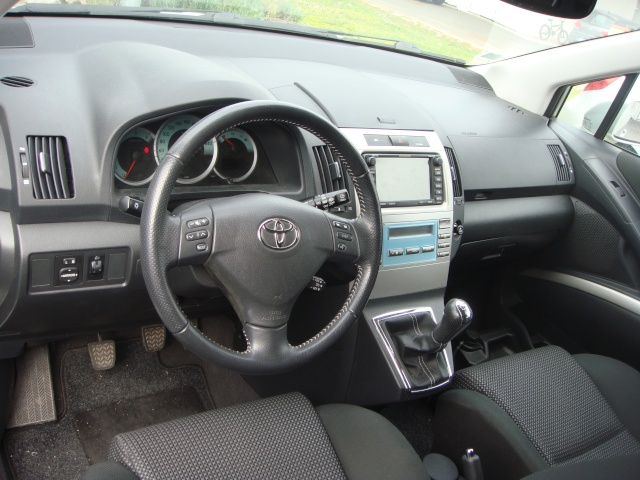 a vendre toyota corolla verso 177ch toutes options 7 places. Black Bedroom Furniture Sets. Home Design Ideas