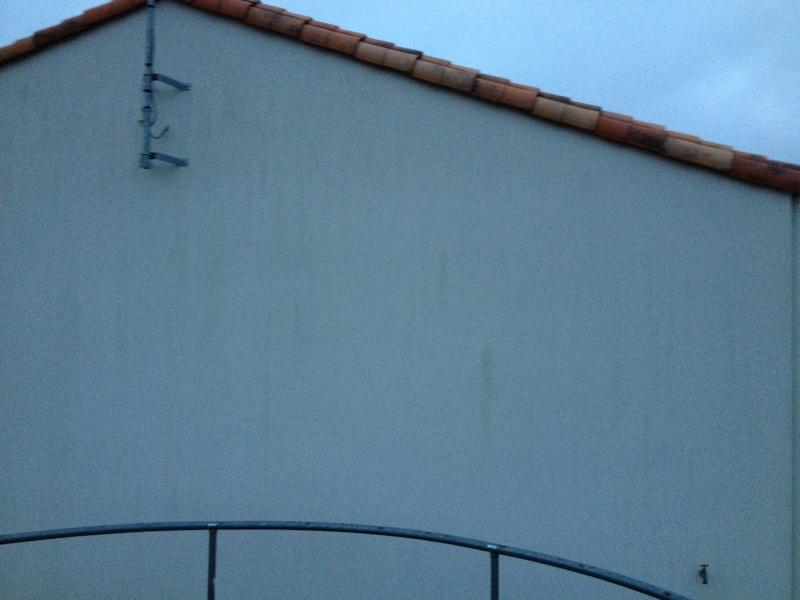 Train e noires et vertes sur enduit blanc 44 messages - Nettoyer traces noires sur crepi ...
