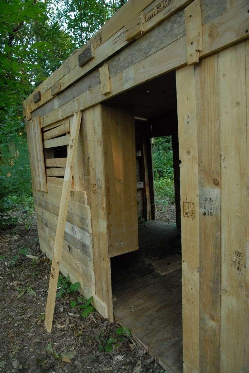 construction d 39 abri dans un bois. Black Bedroom Furniture Sets. Home Design Ideas